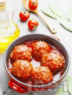 Кюфтета с кайма, ориз и доматен сос - снимка на рецептата